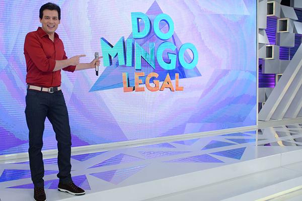 Celso Portiolli em foto de divulgação no palco do programa Domingo Legal