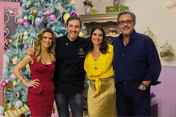 Na imagem, Beca Milano, Ale Costa, Carol Fiorentino e Fabrizio Fasano Jr aparecem lado a lado posando