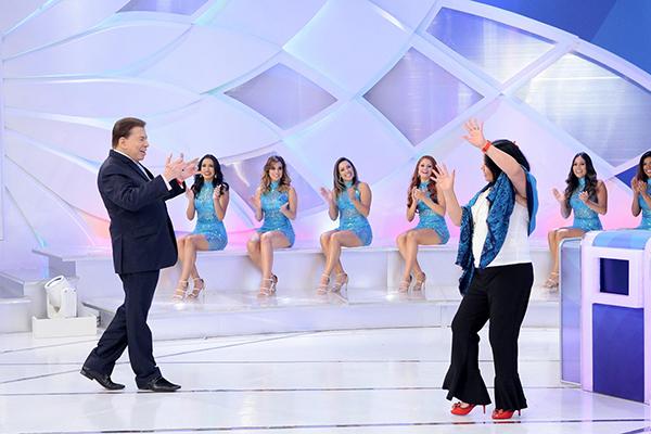 Silvio Santos dançando com Perla