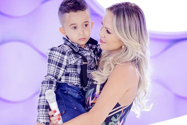 Eliana se emociona com a história do menino Gabriel