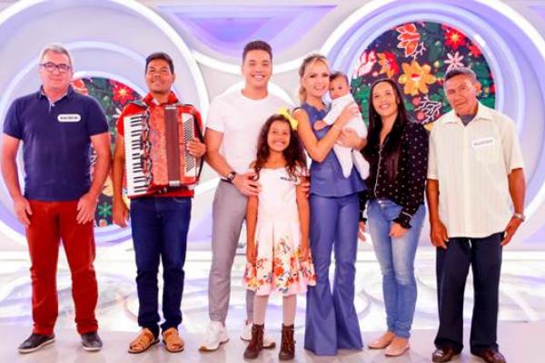 Wesley Safadão e Mikaely no programa Eliana