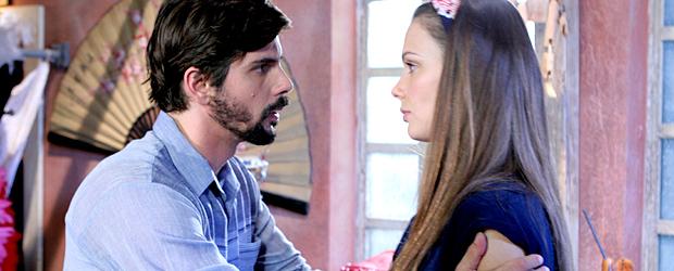Mário revela para Maria que está apaixonado por ela