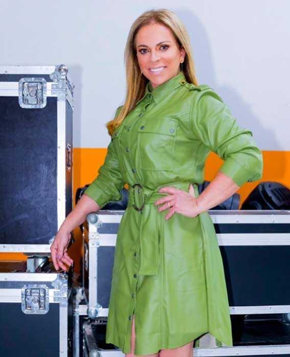 Christina Rocha com vestido verde