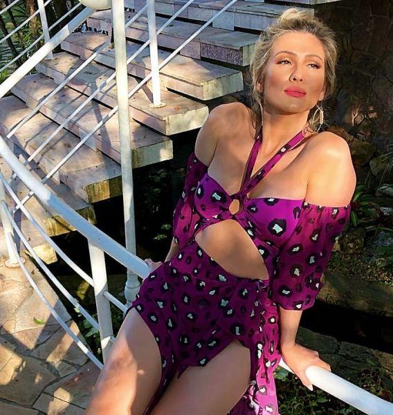 Lívia Andrade surge deslumbrante de maiô recortado e arranca suspiros (Reprodução/Instagram)