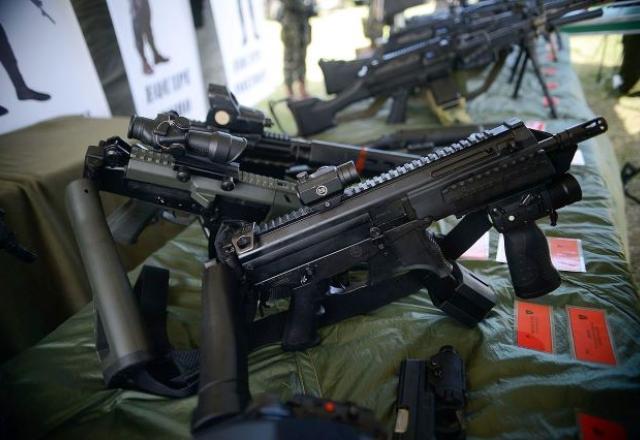 Armas pesadas e calibres restritos foram liberados pelos decretos do presidente Bolsonaro | Wikimedia Commons