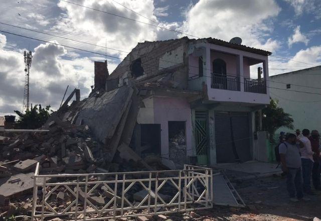 Casa de fogos de artifício explode na Bahia; Duas pessoas morrem - Brasil -  SBT News