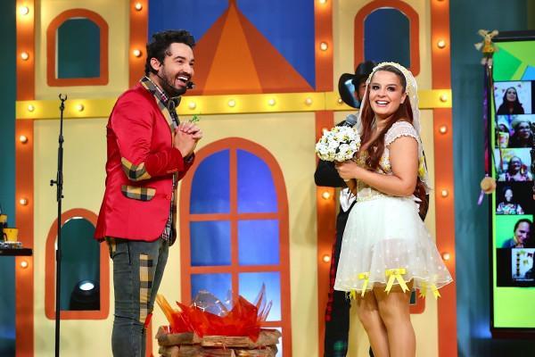 Fernando Zor e Maiara durante casamento em live.